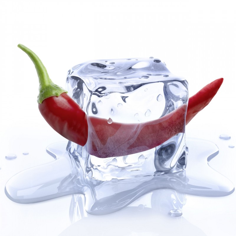Leinwandbild: Chilli on Ice, 35 x 35 cm